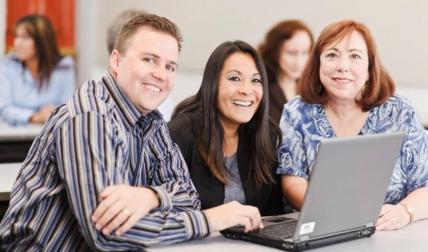 <p>Deelnemers aan het Taalhuis van Bibliotheek Noordwest Veluwe. (Foto: Bibliotheek Noordwest Veluwe)</p>