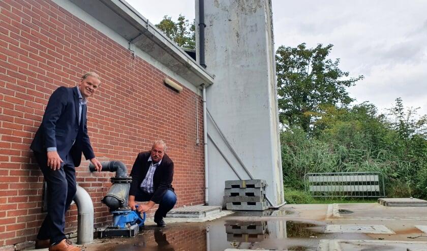 <p><strong>Heemraad Leo Stehouwer en wethouder Martijn Heezen.</strong></p>