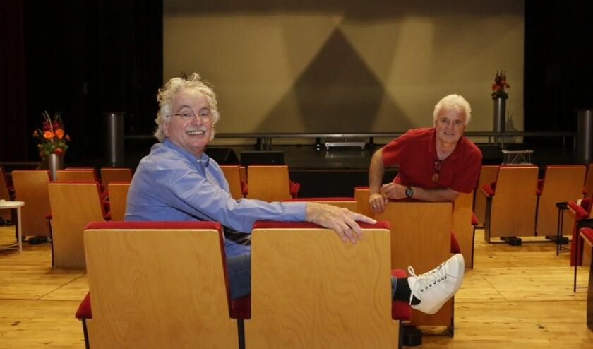 <p>Harrie Sijbers (links) en Rob Verschuren zitten te popelen om met de voorstelling te starten.</p>