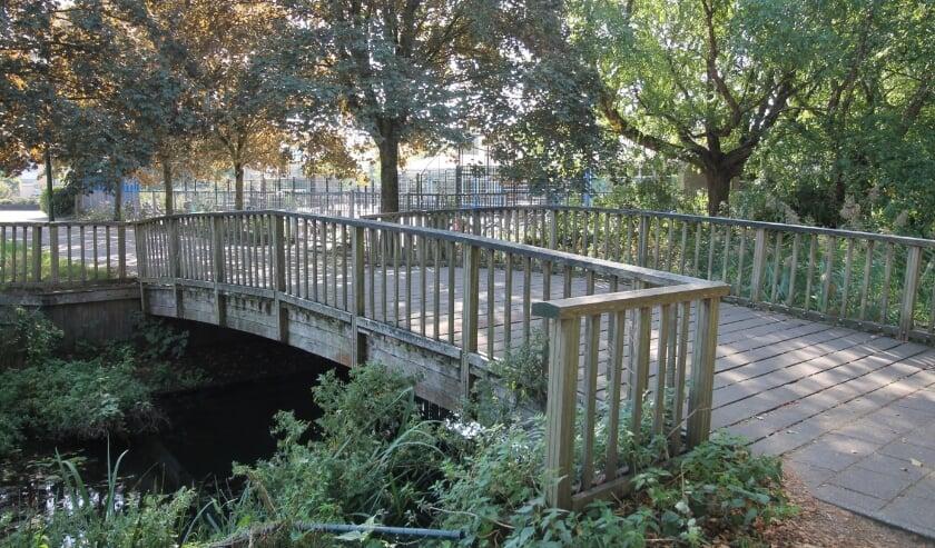 <p>De brug bij de Componistensingel heeft zijn beste tijd gehad.</p>
