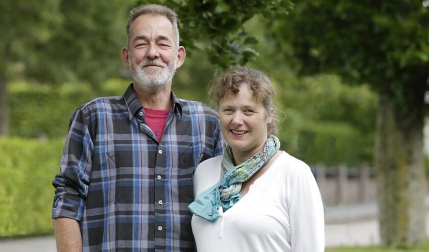 <p>Stefan de Win (links) uit Valkenswaard ontving vorig jaar een nier van zijn vrouw Maaike. Foto: Jurgen van Hoof.</p>