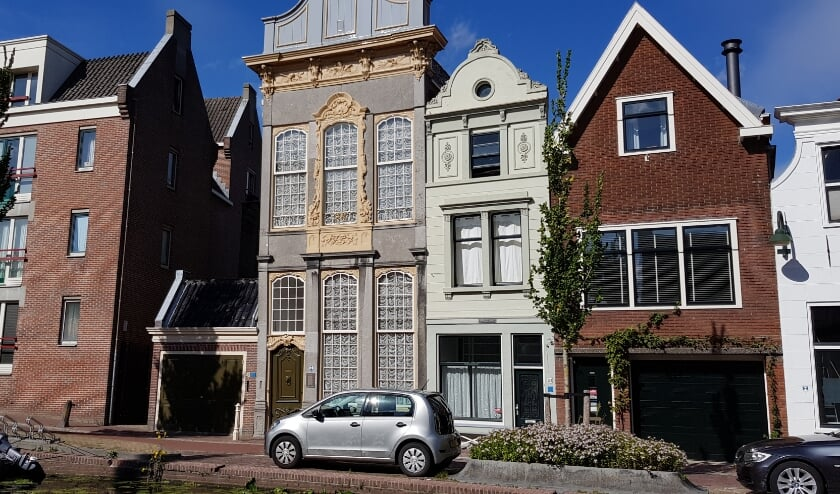 Het markante Admiraalshuis aan de Turfmarkt werd in de zeventiende en achttiende eeuw zowel bewoond door admiraal Jan den Haen als door viceadmiraal Adriaen Roemer Vlacq