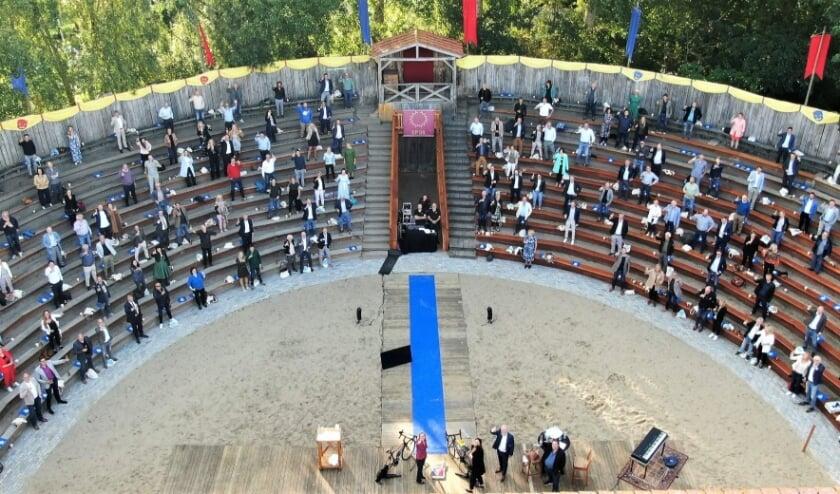 <p>In de Romeinse arena van Archeon werd door 250 ondernemers een toost uitgebracht. FOTO (via drone): Tomvideocontent</p>