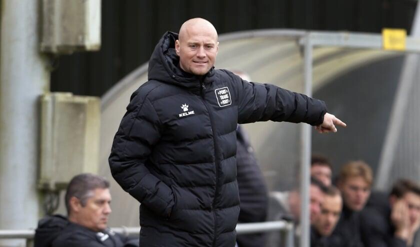 <p>Rody van Hemert, trainer van Rijnmond Hoogvliet Sport (foto: John de Pater)</p>