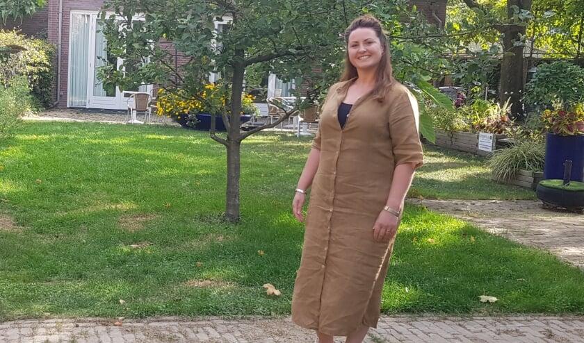 <p>Vind je contact leggen moeilijk? Eline Somers sleept bewoners van de wijk Theresia er online doorheen. Foto: Gerard Sanberg</p>