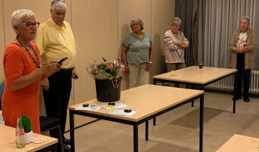 Hetty van Ewijk, Ton Versluis, Anneke Olthof, Ria van Tuil, Thea Verwaaijen (niet op de foto Hans Ruijs)