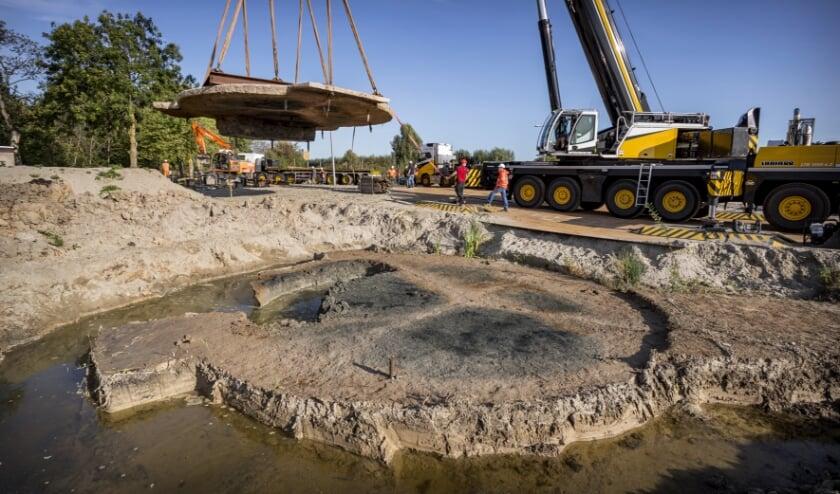 <p>De stelling wordt verplaatst. (Foto: gemeente Hendrik-Ido-Ambacht / Peter den Ouden)</p>
