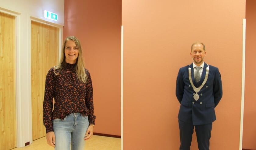 <p>Jannine van der Pol en burgemeester Jan Nathan Rozendaal zijn trots op de Jeugdraad.</p>