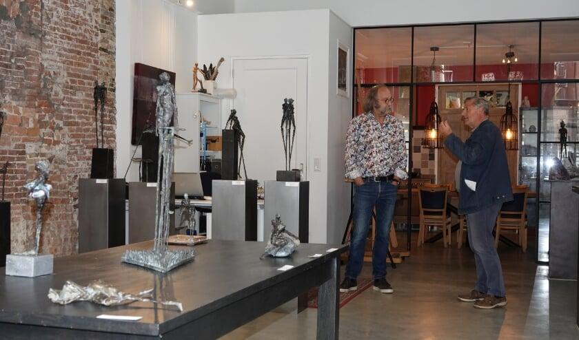 Organisator en kunstenaar René van Dam (links) is erg enthousiast over Kunstrondje XXL. Hij hoopt op een volgende editie!
