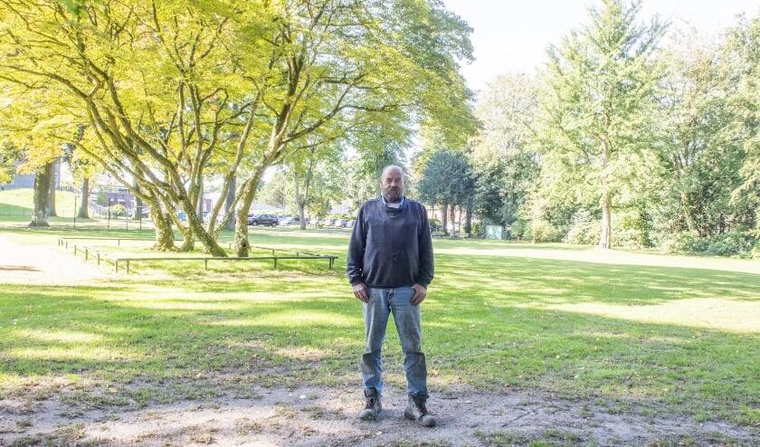 <p>Voorzitter Gradus Vos in het Loeffpark.</p>