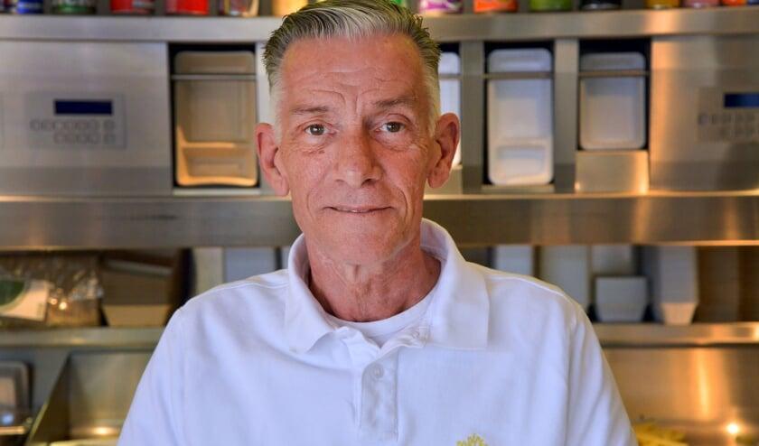 <p>Ondanks zijn wat afnemende gezondheid vierde Ruud Oppelaar van Cafetaria Friendly&#39;s vrijdag zijn 60e verjaardag. Foto: Paul van den Dungen</p>