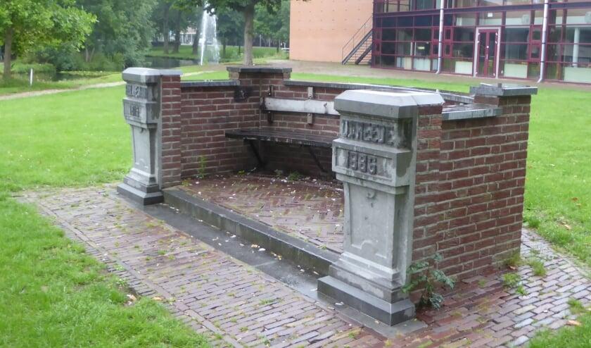 <p>bank Noorderplantsoen, vernoemd naar plantage-eigenaar Dirk Vreede, eigenaar van Ngladjoe (nu Hinkeloord/'t Depot)</p>