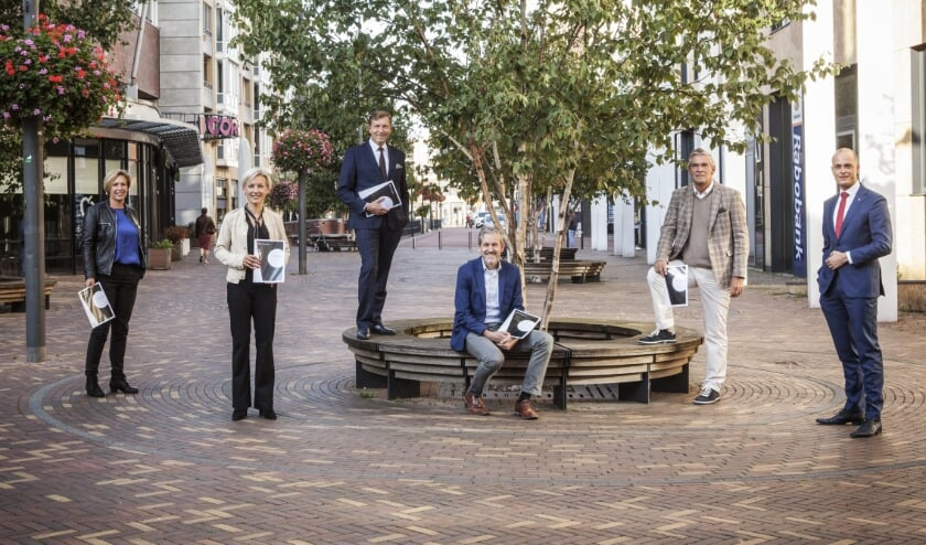 <p>V.l.n.r. Petra Doornenbal (Renswoude), Iris Meerts (Wijk bij Durstede), Gert-Jan Kats (Veenendaal), Hans van der Pas (Rhenen), Frits Naafs (Utrechtse Heuvelrug) en Marc Janssen (MMA).</p>