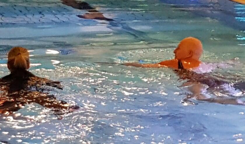 <p>Mensen met kanker kunnen vanaf heden weer wekelijks bij zwembad De Tweesprong zwemmen. Foto: Adamas Inloophuis</p>