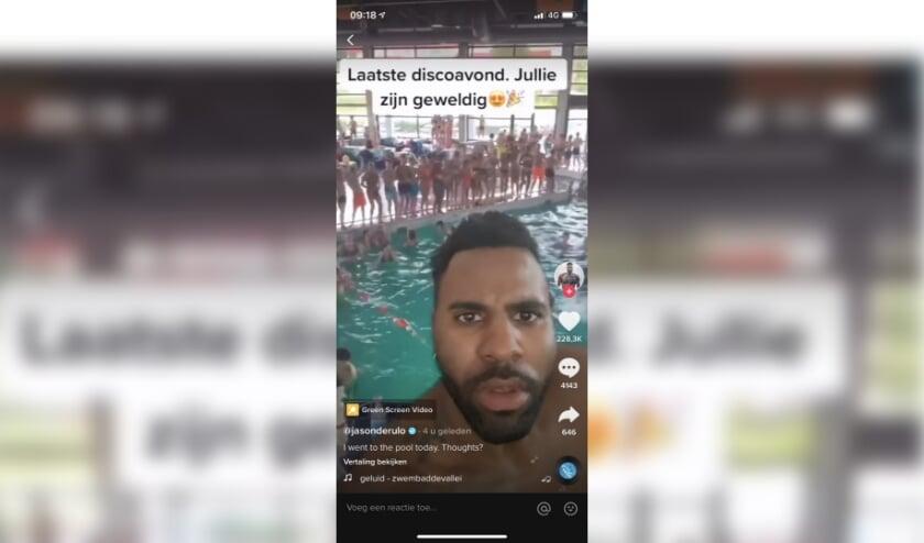 <p>Jason Derulo gebruikte hij videobewerking om het te laten lijken alsof hij zelf in het zwembad stond.</p>