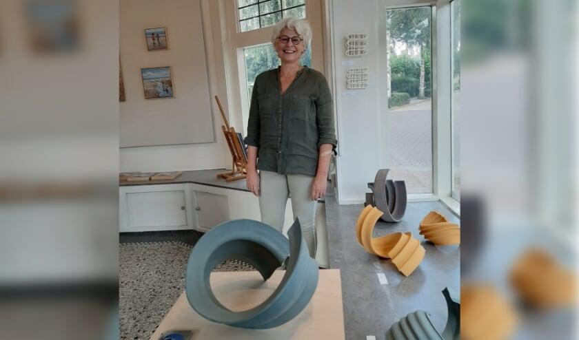 <p>Opvallend is het keramiek van Mies van den Br&ucirc;le uit Soest. Naast keramiste is Mies ook docente aan de Nederlandse Keramiekopleiding. </p>