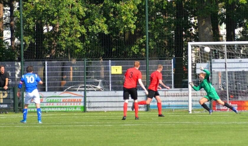 <p>RVW verloor, op bezoek bij VDZ, met 6-2. Maar de ploeg van trainer Peter van den Borden nam na 11 minuten, door een doelpunt van Luuk Hendriks (10), nog wel de leiding.</p>