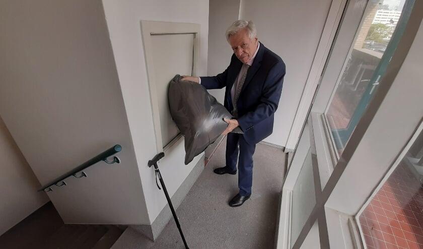 <p>&ldquo;Ik woon hier al 26 jaar&rdquo;, zegt John Lodders (83), &ldquo;en al die tijd kon het vuilnis gewoon naar beneden via de stortkokers. Nu zet Vestia daar zonder enig overleg een streep door!&rdquo; </p>