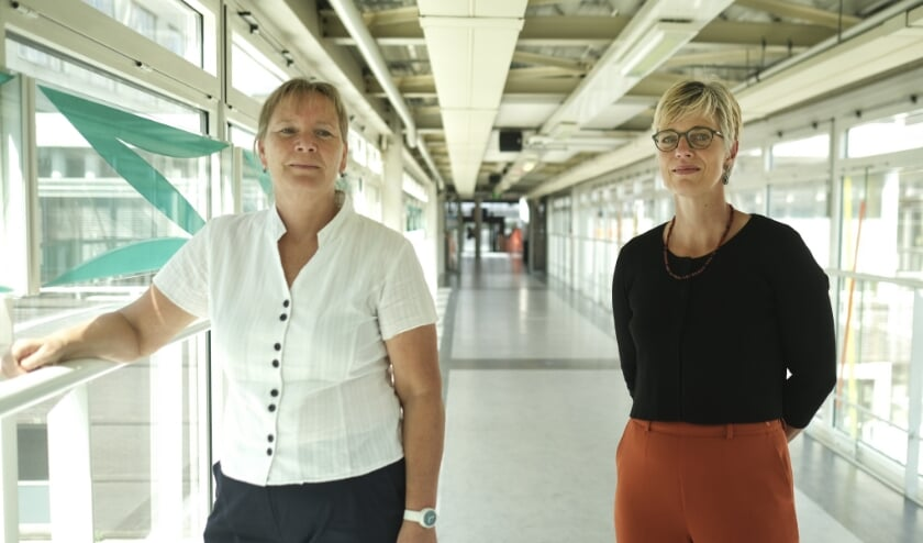 <p>Onderzoekers die het onderzoek willen uitvoeren: Links is Caroline van Heugten en rechts is Janneke Horn</p>