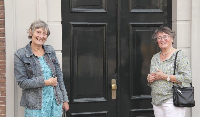 <p>Het zit er bijna op, na 21 jaar (!!) registrator van het Tiels museum neemt Ine Ogier (r) binnenkort afscheid, hier samen met conservator Lisette Leblanc (l)</p>