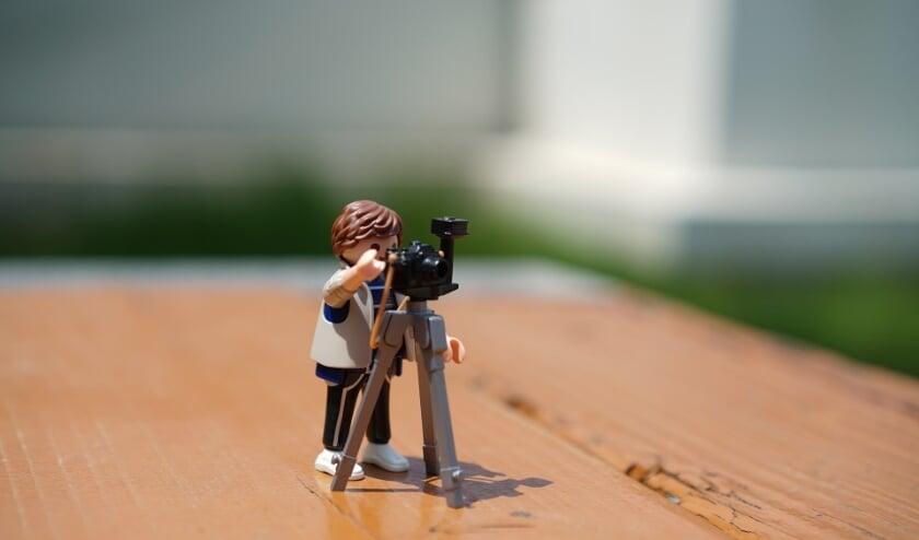 <p>Bij stop-motion wordt een serie foto&rsquo;s gemaakt van een voorwerp dat steeds een klein stukje verschoven wordt.&nbsp;</p>
