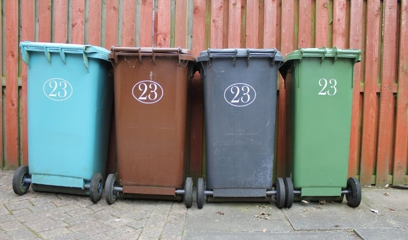 <p>4 afvalbakken</p>