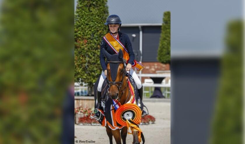 <p>Skye Morssinkhof op het NK met paard Checkpoint Chacco; waar ze met G-Vingino Blue Nederlands kampioen werd.</p>