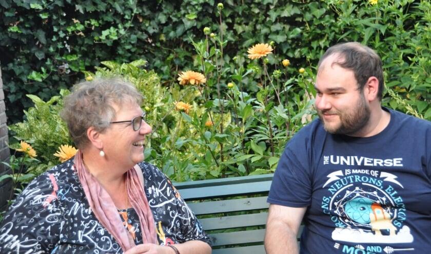 """Robin Verstraten en zijn moeder Monique van Eijkelenburg: """"Het was een gevecht maar het is ons gelukt.""""(foto: Julie Houben)"""