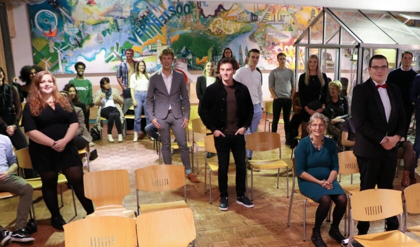 <p>21 studenten ontvingen donderdag hun diploma Vakman Ondernemer. (foto: Landstede Groep)</p>