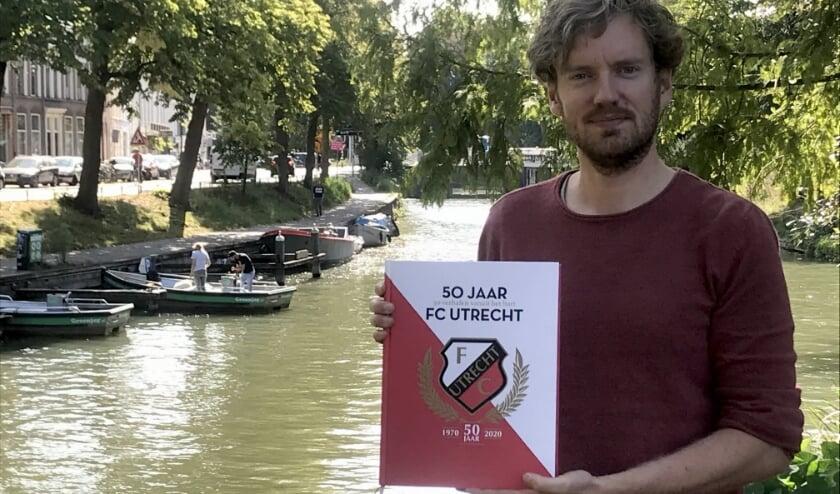 <p>Journalist en schrijver Hugo Verkley werkte het afgelopen jaar aan het prachtige boek over 50 jaar FC Utrecht. Foto: Roberto Cancian</p>