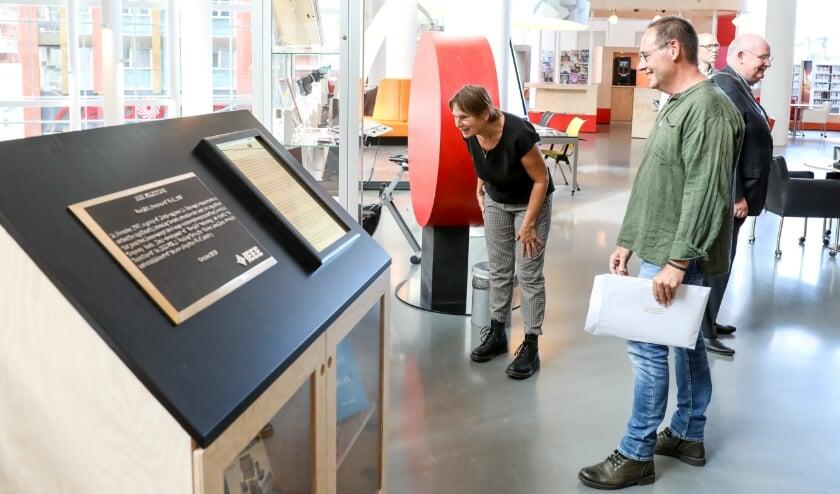 De oude prototypes van WaveLAN, de voorloper van Wi-Fi, zijn te zien in bibliotheek De tweede verdieping. Foto: Menno Ringnalda