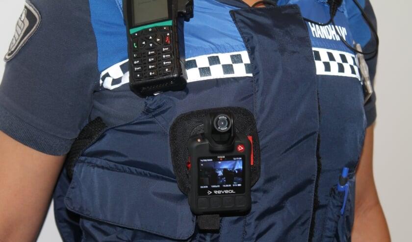 <p><strong>Handhavers (boa&rsquo;s) in Nieuwegein dragen vanaf vandaag een bodycam.</strong> Eigen foto</p>
