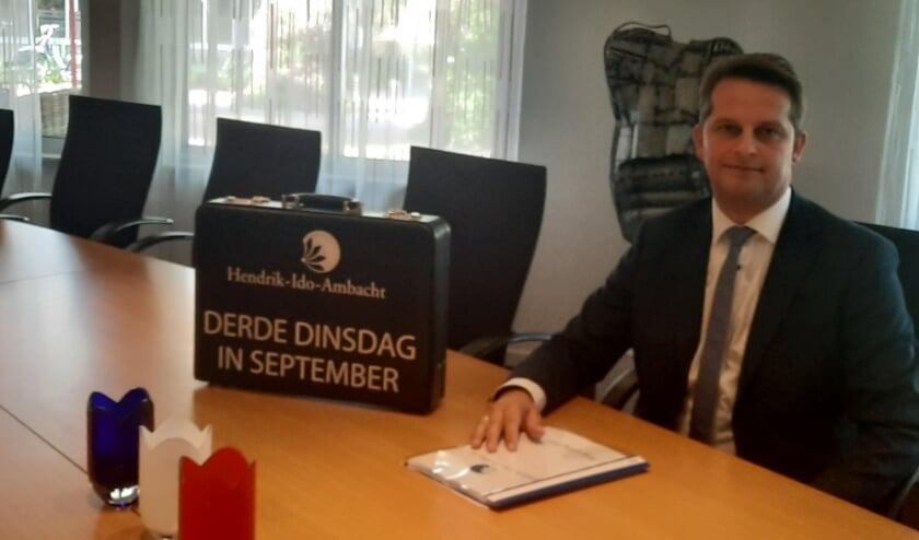Wethouder André Flach presenteert op Prinsjesdag de Ambachtse begroting. (Foto: Trudy Wehrmeijer)