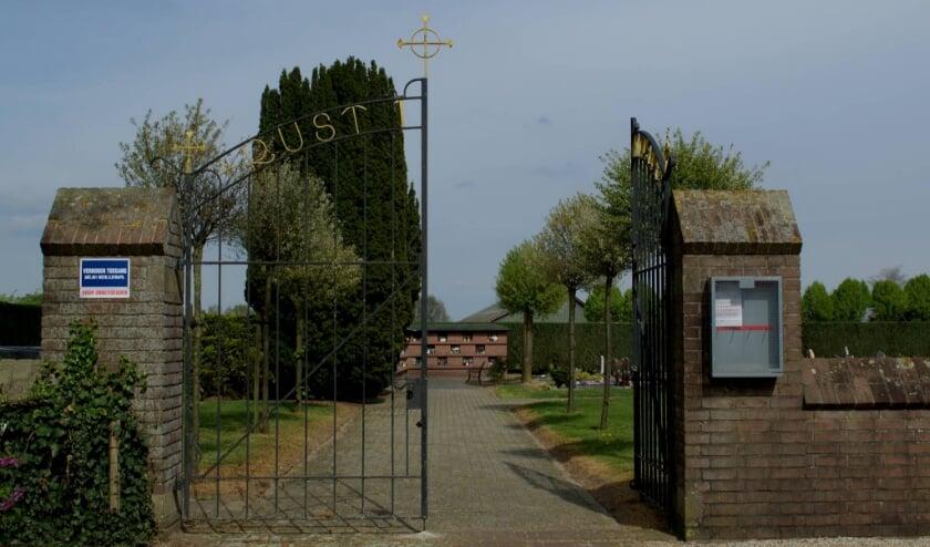 Het parochiële kerkhof in de geloofskern van Braamt is vrijdag 11 september overgedragen aan het St. Jorisgilde. (foto: PR)