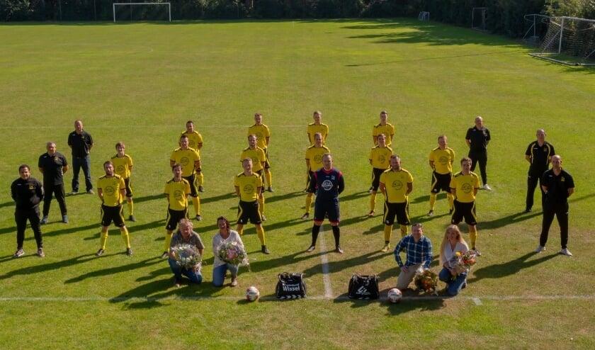 Sponsoren samen met het 1e elftal SV Wissel