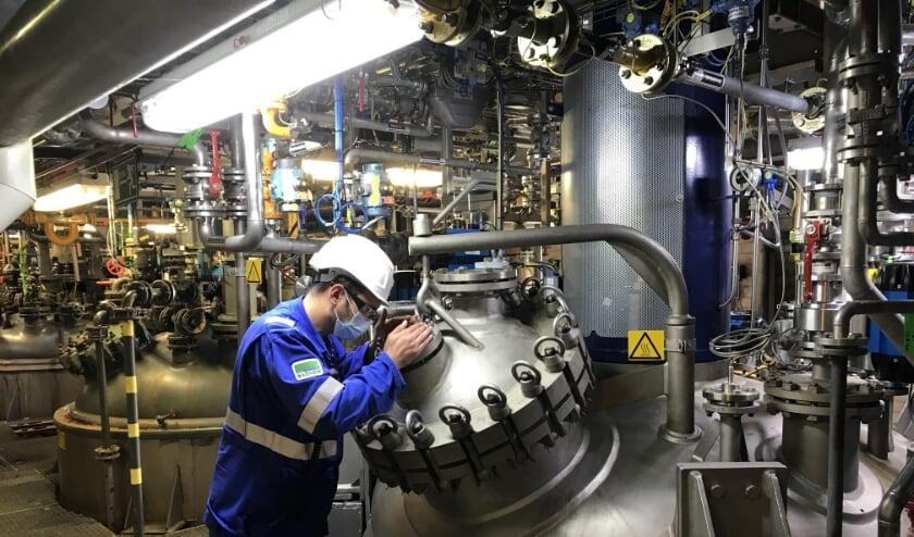 <p>De nieuwe drukreactor bij Sachem. Directeur Frank Groenen: &ldquo;Alle berekeningen en testen zijn uitgevoerd om de installatie veilig en verantwoord te kunnen gebruiken.&quot;</p>