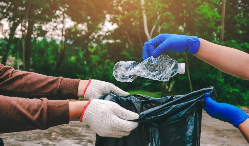 <p>De afgelopen weken kwamen er vele enthousiaste aanmeldingen binnen om samen in de ochtend van 19 september het Engelermeer te reinigen van zwerfafval.</p>