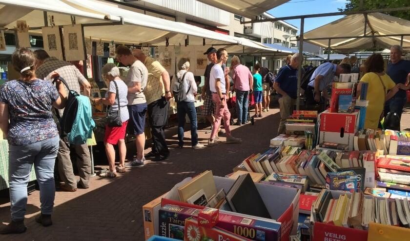 impressie van de boekenmarkt