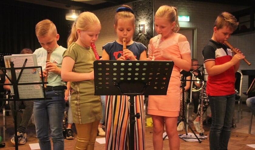 <p>Afsluiting van het blokfluitjaar. Het is altijd een gezellig gebeuren als de jeugdige leerlingen met de meer ervaren muzikanten optreden.</p>