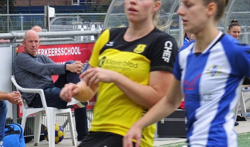 <p>Ron Steenbergen (links op archieffoto) verlengde zijn contract met KV Wageningen met &eacute;&eacute;n jaar. Tevens gaat hij, per direct, tijdelijk aan de slag bij zijn oude werkgever, Oost Arnhem, waar onlangs trainer Hugo van Woudenberg werd ontslagen.</p>