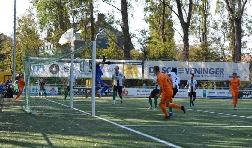 <p>Dani&euml;l Wissel scoort in de 21e seconde (!) het enige doelpunt van de wedstrijd. (Foto: Philip Schmidt)</p>