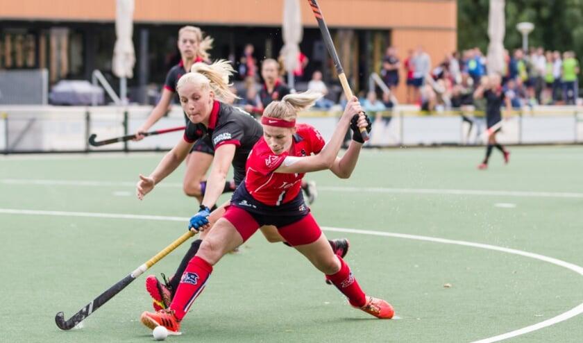 De IJsseloever dames kregen het met een 0-4 nederlaag direct flink voor de kiezen. (Foto: Tony Buijse)