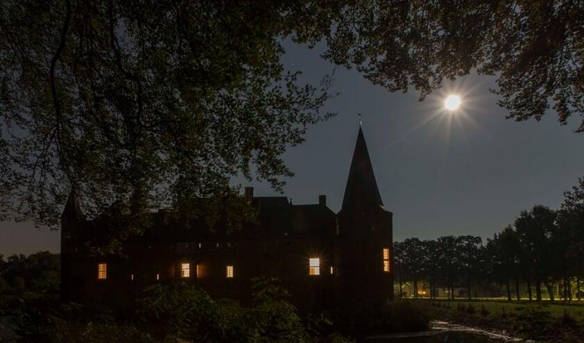 <p><strong>Foto kasteel Hernen in de avonduren</strong></p>