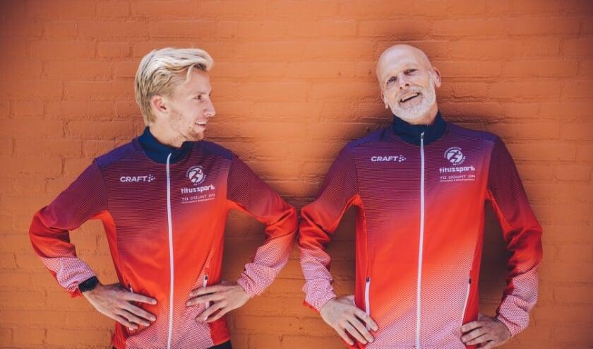 <p>Trainer/coach Titus Fierkens van Running Team Liemers (rechts) over Frank Futselaar (links): &quot;Hij kan ergens voor gaan, hij is gretig.&quot; (Foto: Barbara Kerkhof)</p>