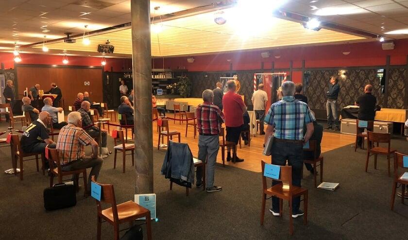 <p>Het Ettens Mannenkoor tijdens de eerste repetitie sinds een half jaar.</p>