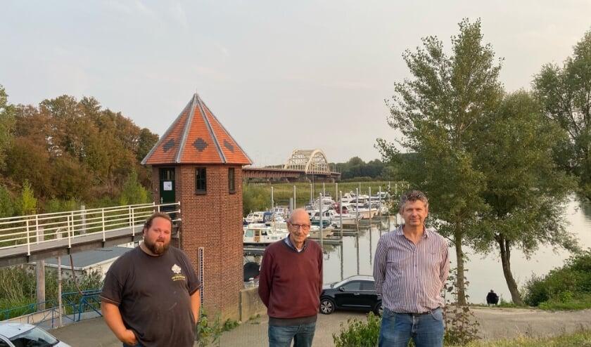 <p>Initiatiefnemers Hans Heermans, Jan-Willem Schmid en Frank Peters zijn blij dat de Dorpsraad Hedel bijna een feit is.&nbsp;</p>