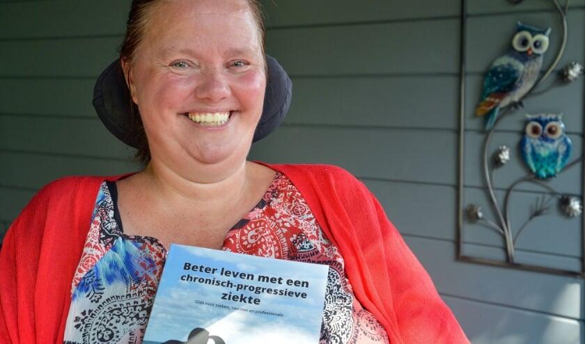 <p>Angelique van der Lit schreef samen met Peter van den Berg een handboek voor zieken, naasten en professionals. (Foto: Paul van den Dungen)</p>