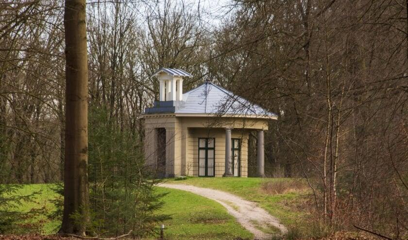 <p>De Theekoepel van Stoop is genoemd naar Amsterdamse bankier J.B. Stoop, die haar liet bouwen.&nbsp;</p>