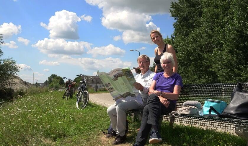 Ellen van Dam uit Sleeuwijk, met haar ouders Geert en Wim van Dam uit Hoogvliet. Foto: Marielle Pelle
