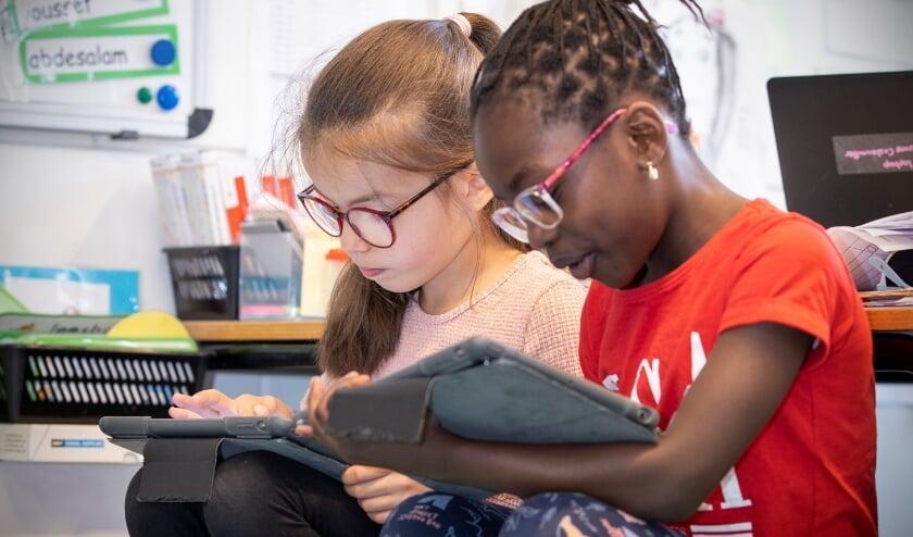 <p>Het grote verschil met de oude onderwijsmethode is dat de kinderen nu zelf op zoek gaan naar antwoorden.</p>